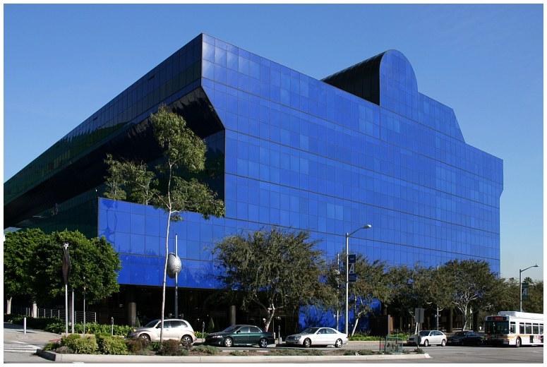 Cesar Pelli's 'whale' // Los Angeles